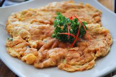 Thaise omelet die met fijngehakt varkensvlees wordt gevuld Royalty-vrije Stock Foto