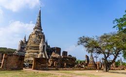 Thaise Oude Stad met Ruïnepagode en de Bouw, Thailand Royalty-vrije Stock Foto's