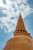 Thaise pagode met blauwe hemel Stock Afbeelding