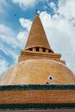 Thaise pagode met blauwe hemel Royalty-vrije Stock Afbeeldingen