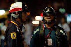 Thaise Politie die op veiligheid toezicht houdt Royalty-vrije Stock Afbeeldingen