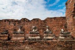 Thaise ruïnes van oude Boedha binnen Chiawattanaram in Ayutthaya, stock foto
