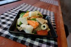 Thaise salade zure & kruidige zeevruchten met tomaat, glasnoedel Royalty-vrije Stock Afbeeldingen