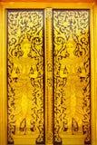Thaise stijl geschilderde deur, Wat BO Kaew, Phrae, Thailand Stock Afbeelding