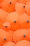 Thaise stijl oranje paraplu stock foto