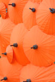 Thaise stijl oranje paraplu stock fotografie