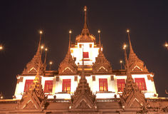 Thaise stijlarchitectuur bij schemering Stock Afbeelding