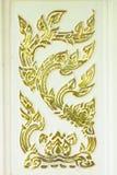 Thaise stijlgravure op oppervlakte van cement Stock Fotografie