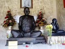 Thaise Traditie laat Beroemde Recente Monnik Statue royalty-vrije stock foto