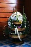 Thaise traditionele rijst die voetstuk aanbieden stock afbeeldingen