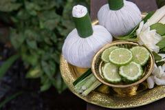 Thaise traditionele van het lichaamsverzorgingreeks en kruid ballen 3 Stock Afbeelding