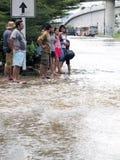 Thaise vloedklappen Centraal van Thailand, hogere die waterspiegels, tijdens de slechtste overstroming worden verwacht Stock Afbeeldingen