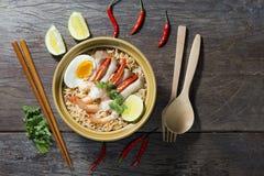 Thaise Voedsel Kruidige Noedel met Zeevruchten Stock Afbeelding