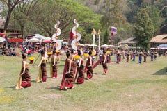 Thaise volksdanser die Thailand traditionele dans tonen Royalty-vrije Stock Fotografie