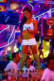 Thaise vrouw die in de nachtclub van Patong dansen Royalty-vrije Stock Foto