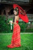 Thaise vrouw in traditioneel kostuum Stock Afbeeldingen