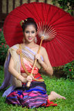 Thaise vrouw in traditioneel kostuum Royalty-vrije Stock Foto