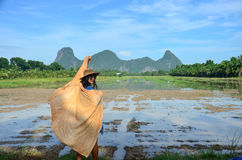 Thaise vrouwen met natuurlijk de kleurenportret van de sjaalstof bij openlucht Royalty-vrije Stock Foto