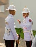 Thaise wachten in Bangkok Royal Palace stock foto's