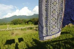 Thaise zijde op de rijstachtergrond stock afbeelding