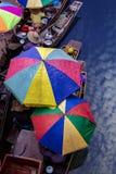 Thaka é vista genuína e encantador de um floatin tailandês tradicional Imagem de Stock Royalty Free