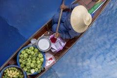 Thaka is echte en charmante mening van een traditionele Thaise floatin Stock Foto