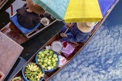 Thaka is echte en charmante mening van een traditionele Thaise floatin Royalty-vrije Stock Foto's