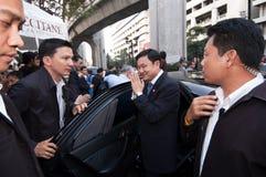 Thaksin Shinawatra saluda los partidarios Fotografía de archivo