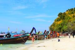 Thalewaek Gescheiden Overzees in Krabi, Thailand stock afbeeldingen