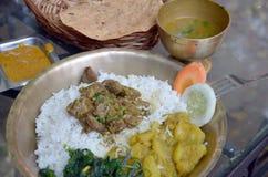 Thali - nourriture indienne, bengali et népalaise traditionnelle Photographie stock libre de droits