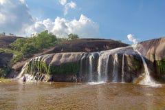 'Tham Phra' vattenfall Bungkan Thailand Arkivbilder