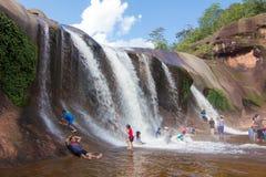 'Tham Phra' vattenfall Bungkan Thailand Royaltyfri Bild