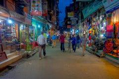 THAMEL,加德满都尼泊尔- 2017年10月02日:Thamel街道夜视图  Thamel是一个商业邻里  免版税库存照片