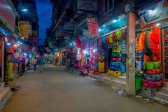 THAMEL,加德满都尼泊尔- 2017年10月02日:Thamel街道夜视图  Thamel是一个商业邻里  免版税库存图片