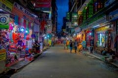 THAMEL KATHMANDU NEPAL, PAŹDZIERNIK 02, -, 2017: Noc widok ulicy Thamel Thamel jest handlowym neighbourhood wewnątrz Zdjęcie Stock
