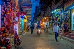 THAMEL KATHMANDU NEPAL, PAŹDZIERNIK 02, -, 2017: Noc widok ulicy Thamel Thamel jest handlowym neighbourhood wewnątrz Obrazy Royalty Free