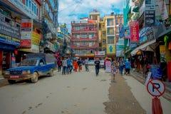 THAMEL KATHMANDU NEPAL, PAŹDZIERNIK 02, -, 2017: Ulicy Thamel, z niektóre ludźmi chodzi i kupuje Thamel jest a Zdjęcia Stock