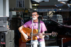 THAMES - AUGUST 17: Local musician Mark Taipari plays at the Tha Royalty Free Stock Image