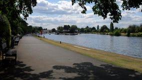 Thames brzeg rzeki przy Kingston Fotografia Stock