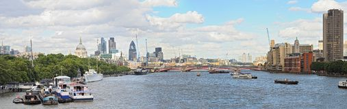 thames för horisont för london panoramacflod sikt Arkivfoto