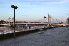 Thames Path and Albert Bridge London Royalty Free Stock Photos