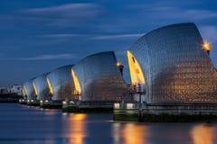 Thames powodzi bariera przy zmrokiem obraz stock