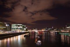Thames przy nocą zdjęcie stock