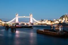 Thames River ocupado no crepúsculo Fotos de Stock