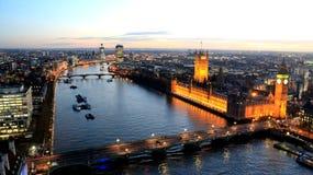 Thames River skymningvisning Royaltyfri Bild