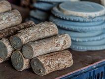 Thanaka-Holz und Kyauk-Stiftsteinplatten Lizenzfreie Stockfotografie