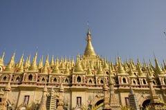thanboddhay monywamyanmar pagoda Arkivbilder