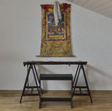 Thangka chinois d'instrument et de Tibétain de Guqin sur le mur Photos libres de droits