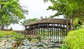 Thanh Toan-de kalme rivier van de tegelbrug Royalty-vrije Stock Foto's