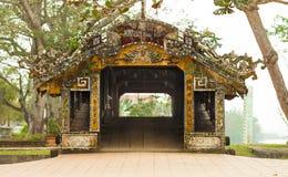 Thanh Toan Tile Roofed Bridge, tonalidad, Vietnam fotografía de archivo libre de regalías